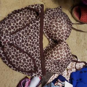 Victoria's Secret bra and panty matching set.  Siz